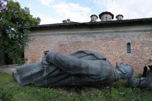Iosif Kiraly, Reconstruction, Mogosoaia,Lenin, Groza, 2a, 2006 © Iosif Kiraly, Courtesy Fondazione Cassa di Risparmio di Modena