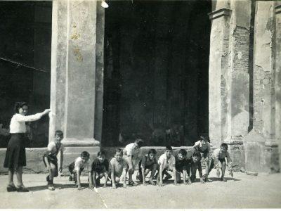 Franco Ferioli,  Foto di gruppo scuola Ada Negri durante i Giochi della Gioventù, Reggio Emilia, 1948, Courtesy Barbara Ferioli