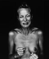 Mart Engelen, Suzanne, Amsterdam 1999, 2000. Stampa ai sali d'argento, 120 x 180 cm. Courtesy Suite 59 Gallery, Foto: Mart Engelen