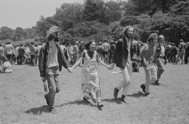 Elaine Mayes Group Walking, Metal Dress, Solstice Year of realization:  1967 Digital archival photograph,  43 x 56  (4/10) Coutesy dell'autore